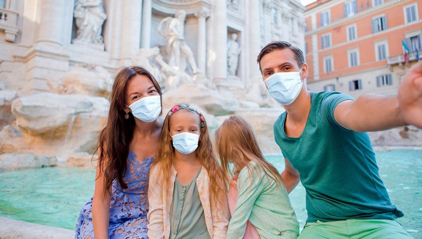 W kilku miejscach w Europie wyraźnie rośnie liczba zakażeń koronawirusem (fot. Shutterstock/TravnikovStudio)