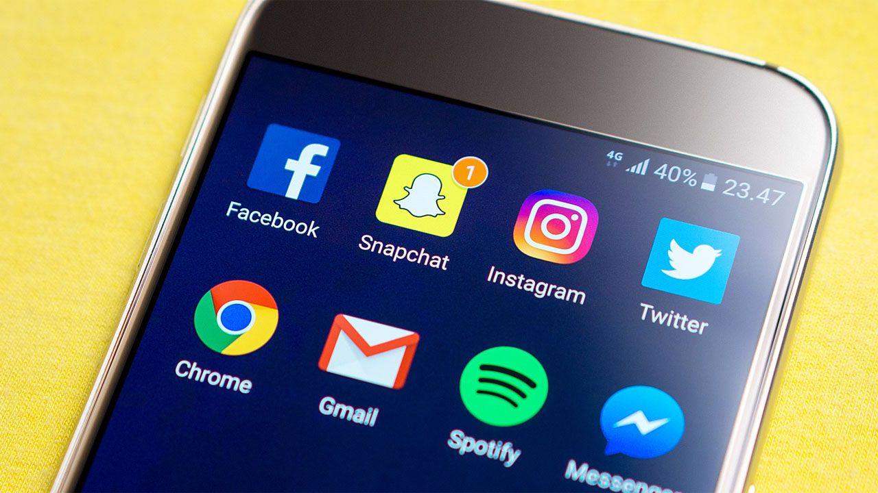 """""""Portale społecznościowe w coraz większym stopniu wpływają na nasze życie i funkcjonowanie"""" (fot. pixabay/TeroVesalainen)"""