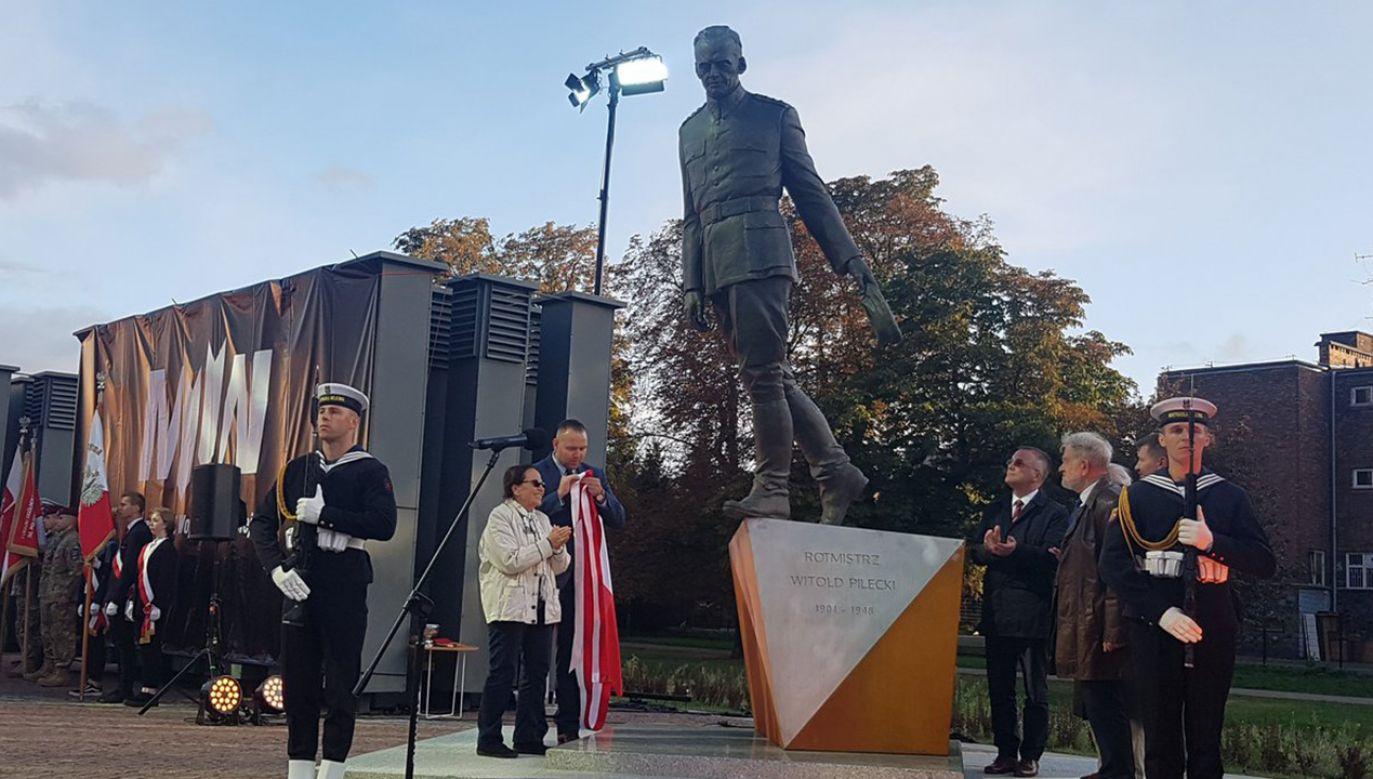 Pomnik rtm. Witolda Pileckiego stanął przed wejściem do Muzeum II Wojny Światowej w Gdańsku  (fot. TT/IPN Gdańsk)