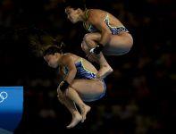Brązowe medalistki podczas swojego skoku (fot. Getty Images)