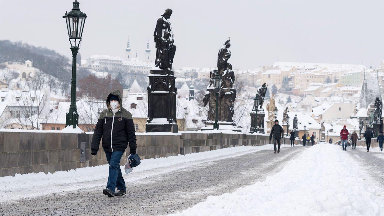 Stan wyjątkowy, wielokrotnie przedłużany, trwa w Czechach od 6 października (fot. Tomas Tkacik/SOPA Images/LightRocket via Getty Images)
