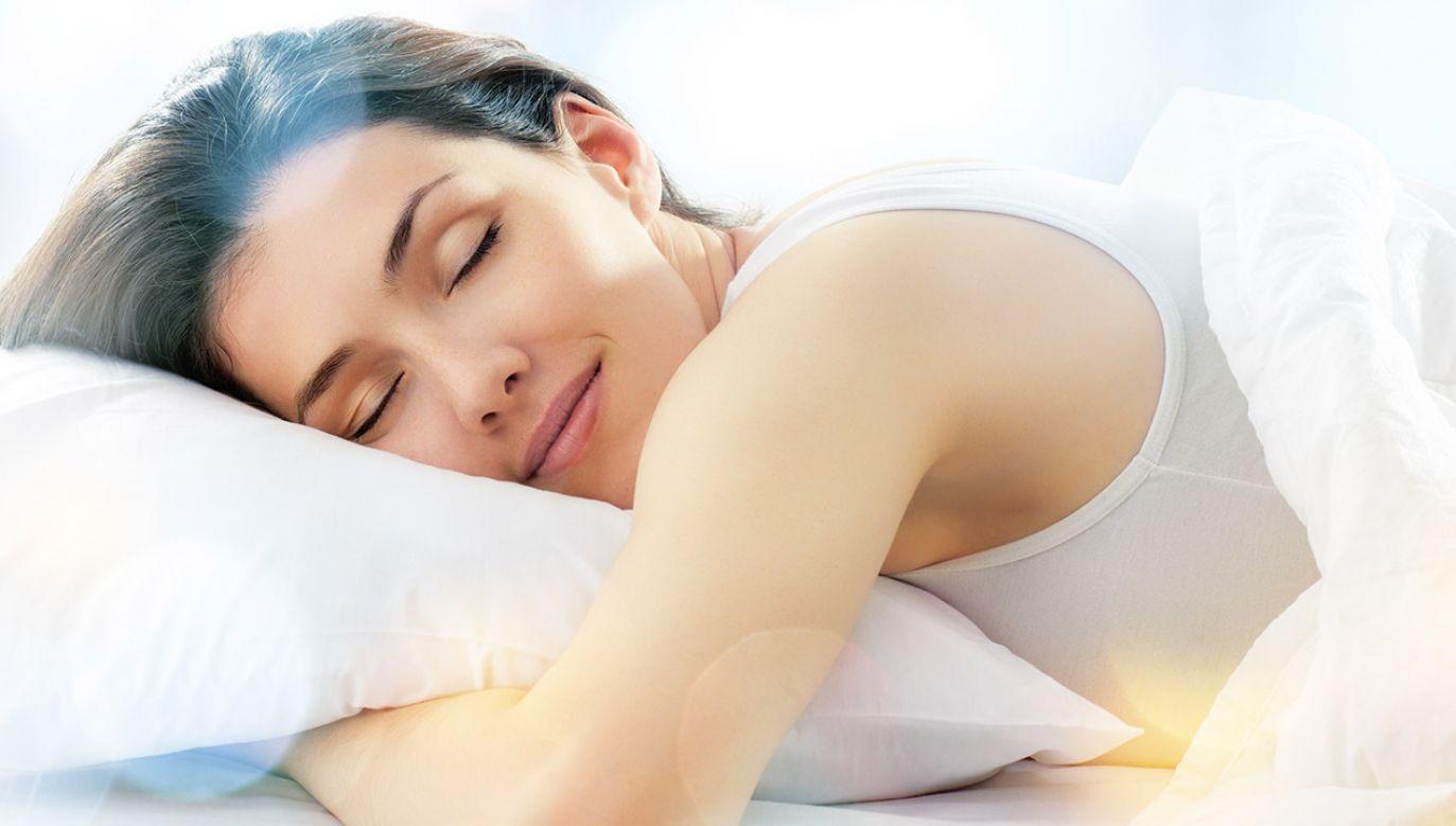 """Jedna osoba na dziesięć doświadcza przeżyć """"z pogranicza śmierci"""". Mogą mieć związek z zaburzeniami snu (fot. Shutterstock/Yuganov Konstantin)"""
