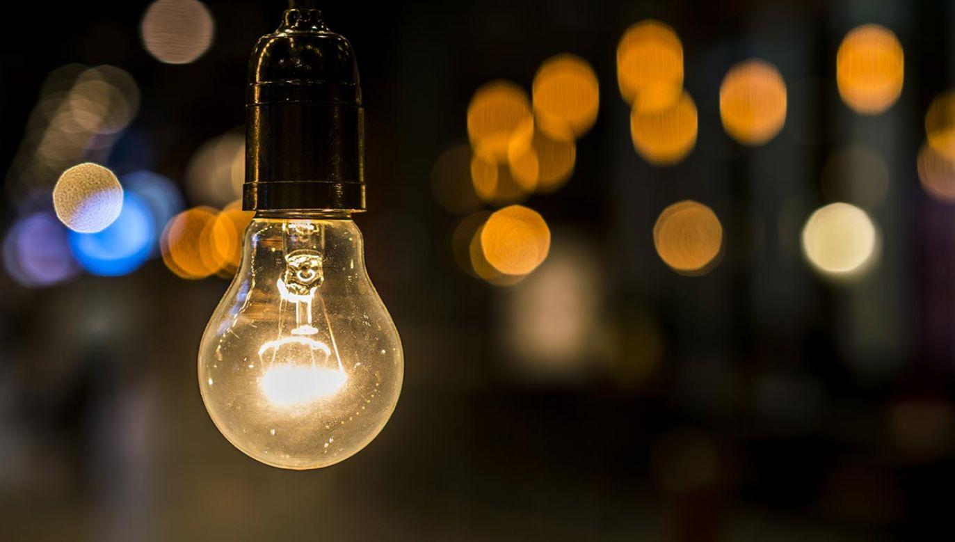 Planowany budżet na wsparcie dla najuboższych odbiorców prądu ma być zwiększony (fot. Shutterstock)
