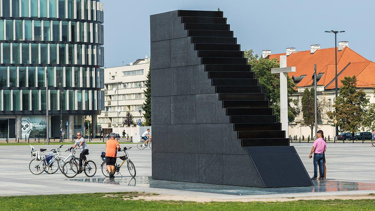 Pomnik smoleński w Warszawie (fot. Shutterstock/irena iris szewczyk)