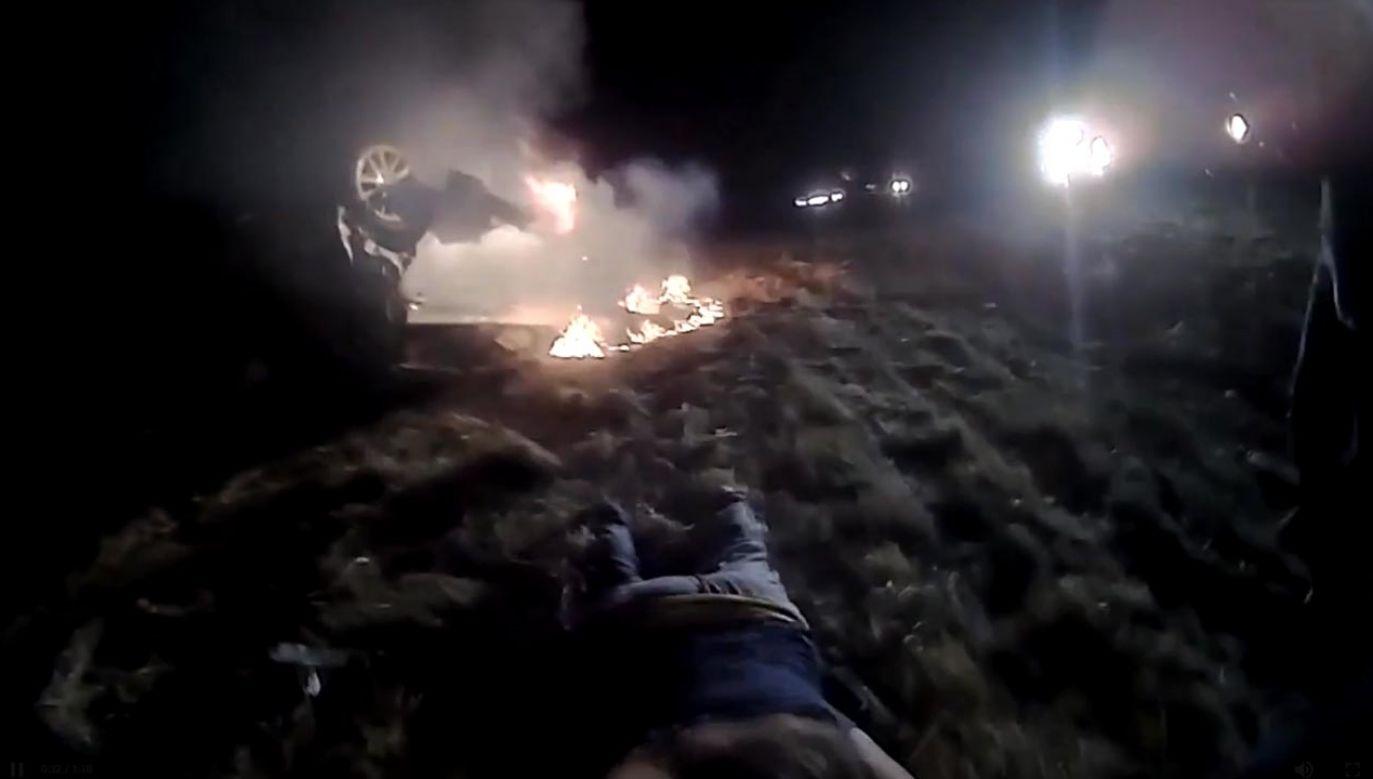 Kalifornijski policjant jako pierwszy dotarł na miejsce wypadku, gdzie znalazł przewrócony pojazd w płomieniach (fot. City of Davis Police Department)