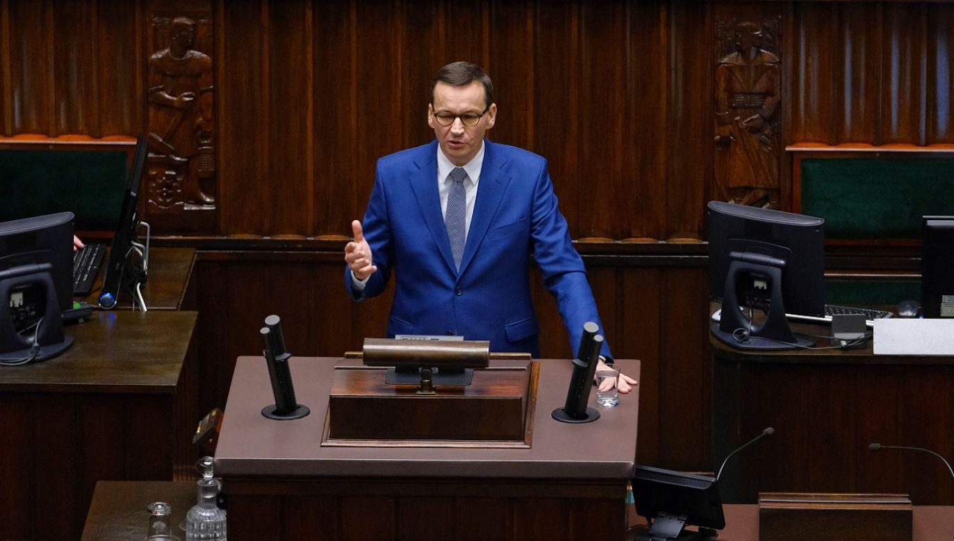 Jedyną sieć, którą zbudował minister Szumowski, to sieć szpitali jednoimiennych, dzięki którym ocalił życie dziesiątek tysięcy Polaków – mówił premier (fot. PAP/Mateusz Marek)