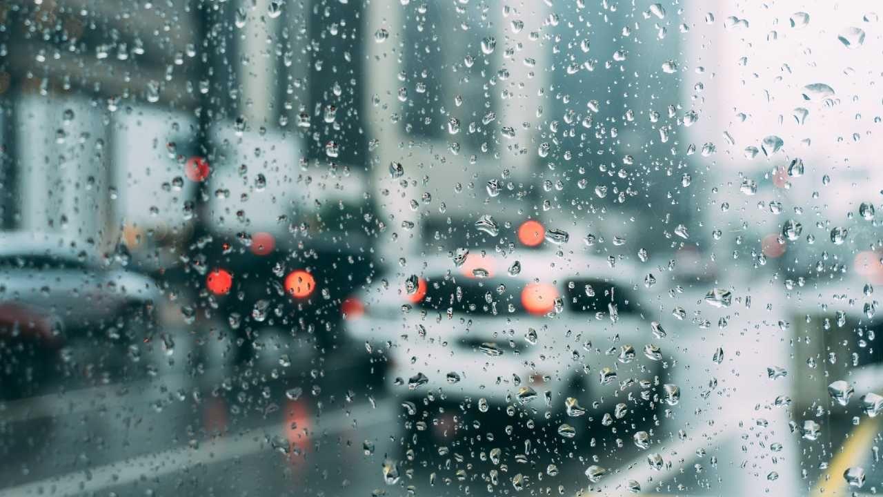 Warunki na drogach mogą być trudne (fot. Pexels)
