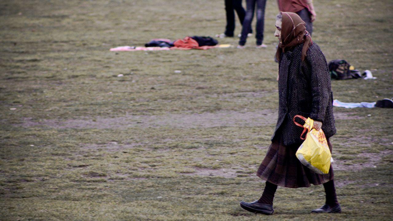 Starsze kobiety wciąż są łatwym celem dla bandytów (fot. flickr.com/ Sebastian Raskop)