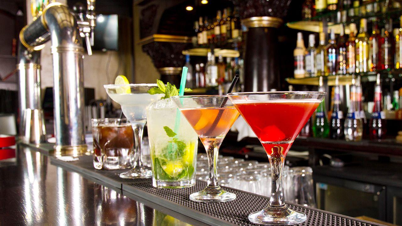 Picie alkoholu wpływa na organizm (fot. Shutterstock)