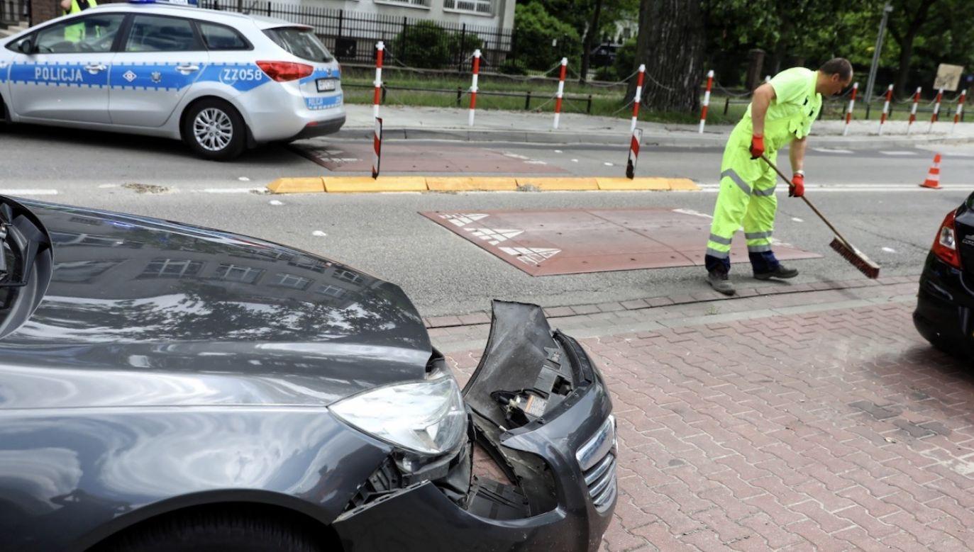 Sprawca kolejnego wypadku autobusu miejskiego w Warszawie był pod wpływem narkotyków (fot. PAP/Rafał Guz)