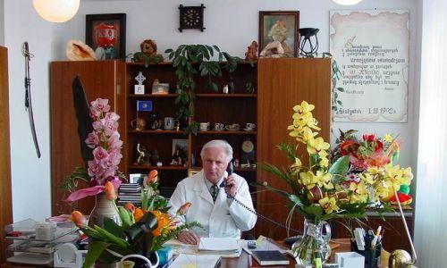 Prof. Maciej Kaczmarski w swoim gabinecie w Uniwersyteckim Dziecięcym Szpitalu Klinicznym w Białymstoku. Fot. archiwum MK