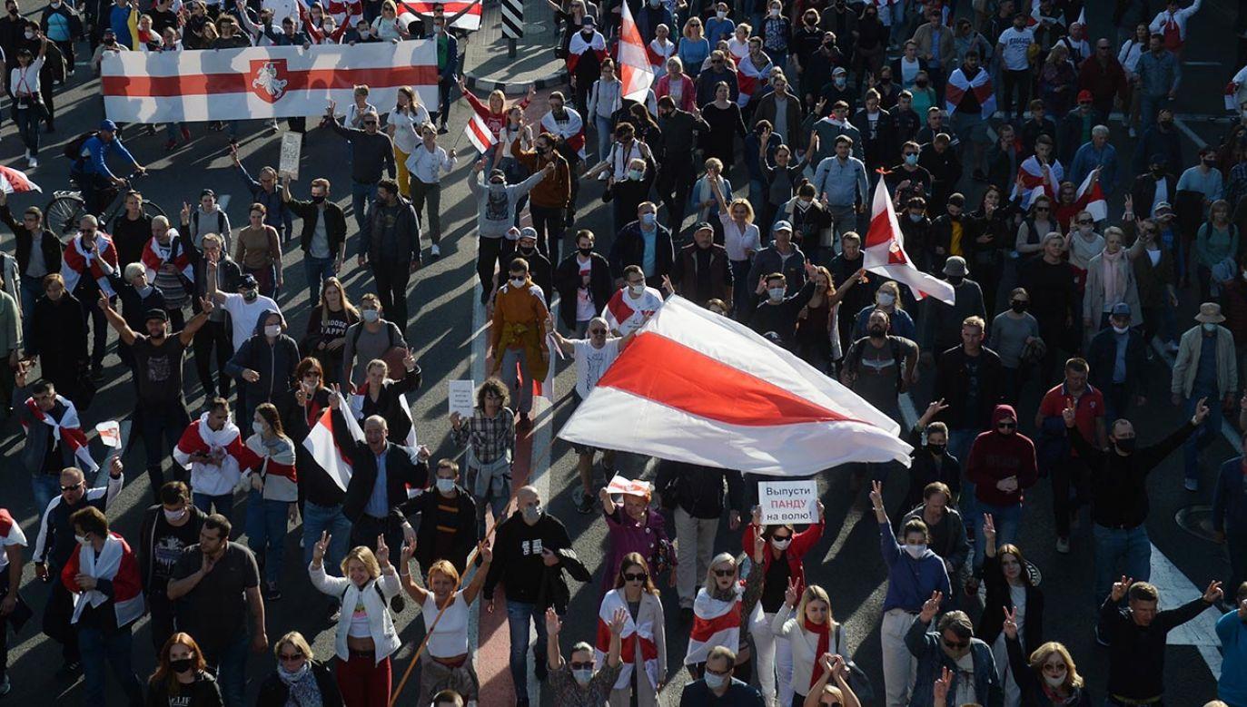 Od 9 sierpnia na Białorusi trwają protesty przeciwko sfałszowaniu wyników wyborów (fot. PAP/EPA)