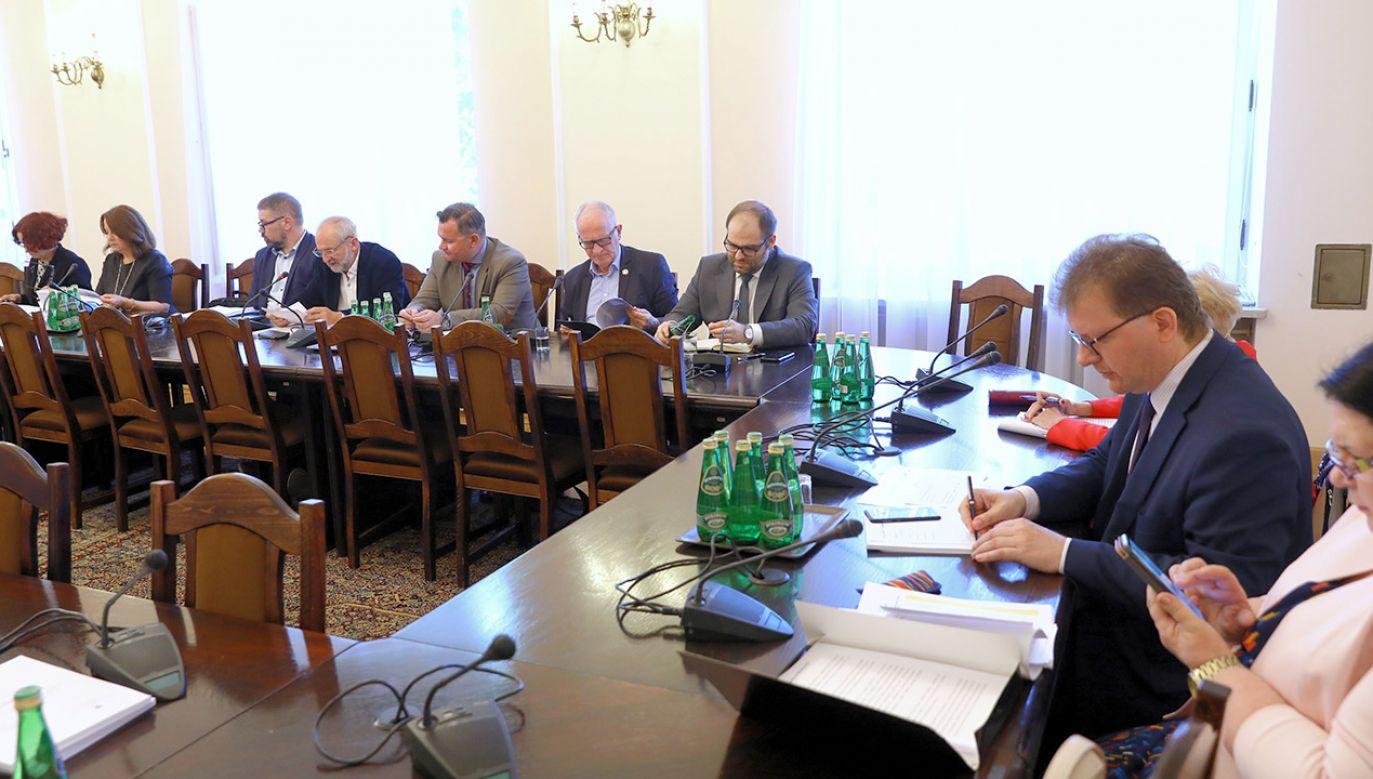 Zdaniem przewodniczącego RMN media publiczne muszą być finansowane przez państwo (fot. arch.PAP/Rafał Guz)