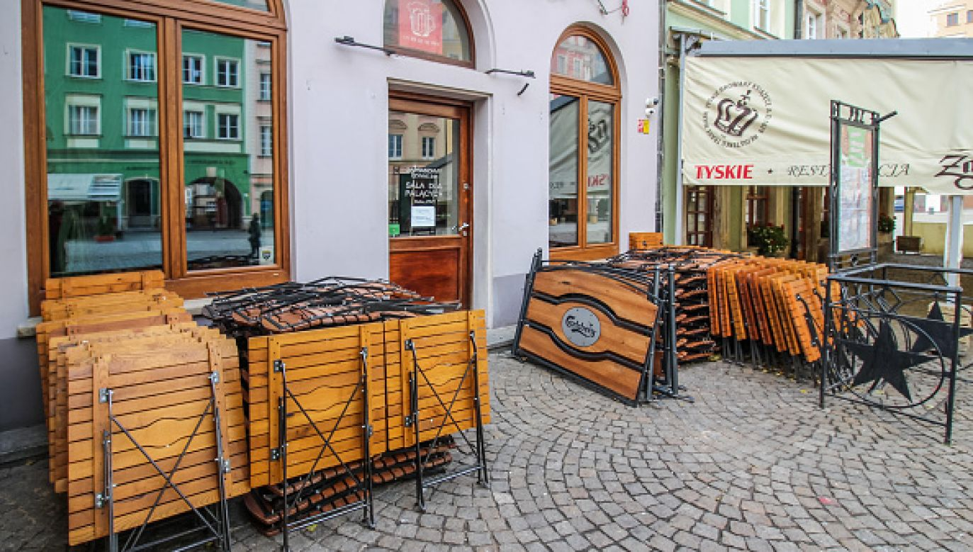 Restauracje będą mogły serwować posiłki w ogródkach gastronomicznych (fot. Getty Images)
