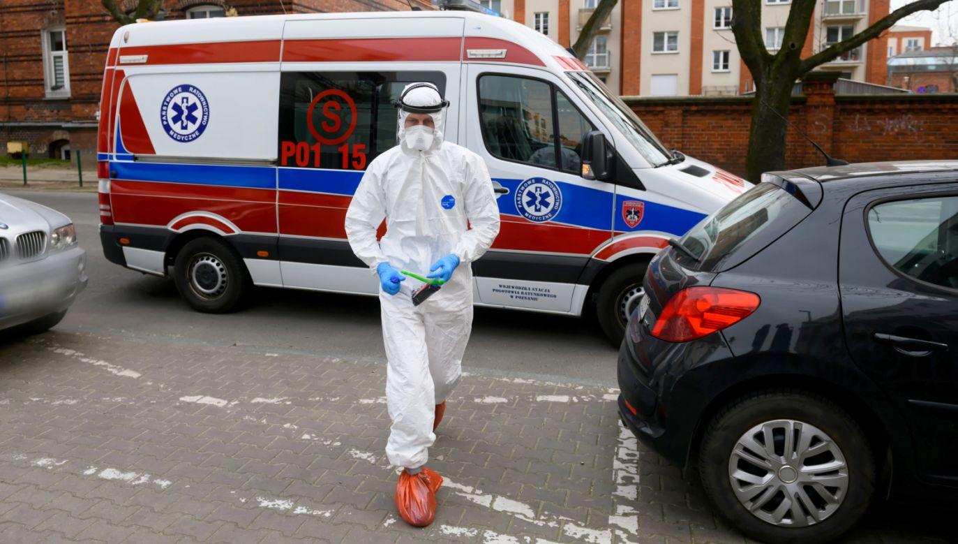 Ekspert zwrócił uwagę, że nawet najbardziej optymistyczny wariant oznacza tysiące zachorowań w Polsce (fot. PAP/Jakub Kaczmarczyk)