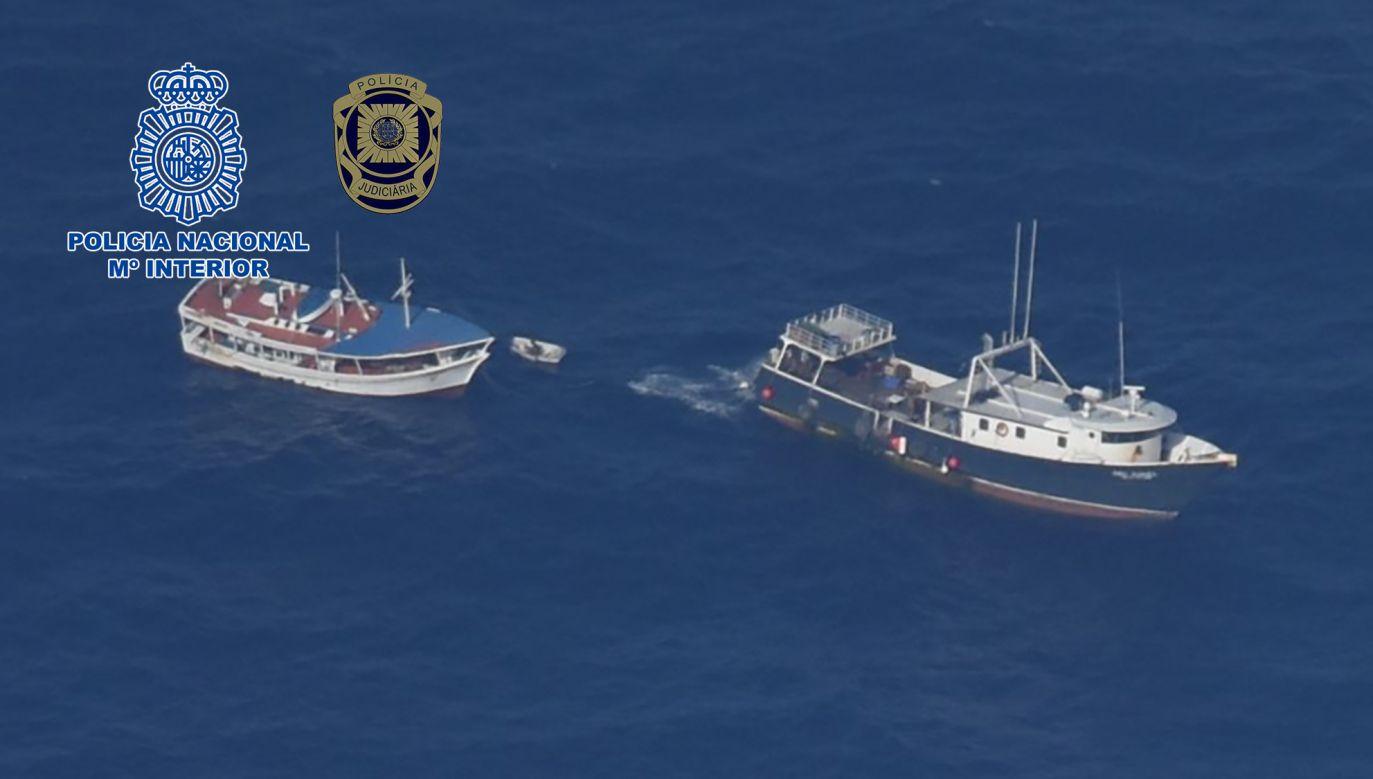 Wenezuelski kuter miał na pokładzie ponad 4,2 tony kokainy. (fot. Policia Nacional)