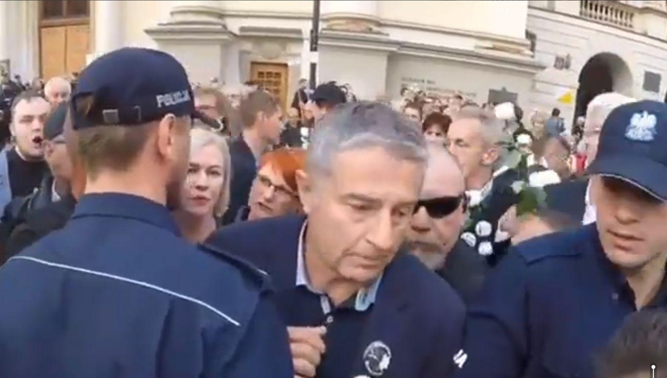 Chodzi o incydenty podczas kontrmanifestacji wobec marszu smoleńskiego w Warszawie 10 czerwca 2017 r. (fot. TT/Dawernik)