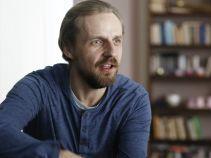 Krzysztof przejmuje się odkrytym skażeniem środowiska w ich wymarzonym miejscu do życia (fot. TVP)