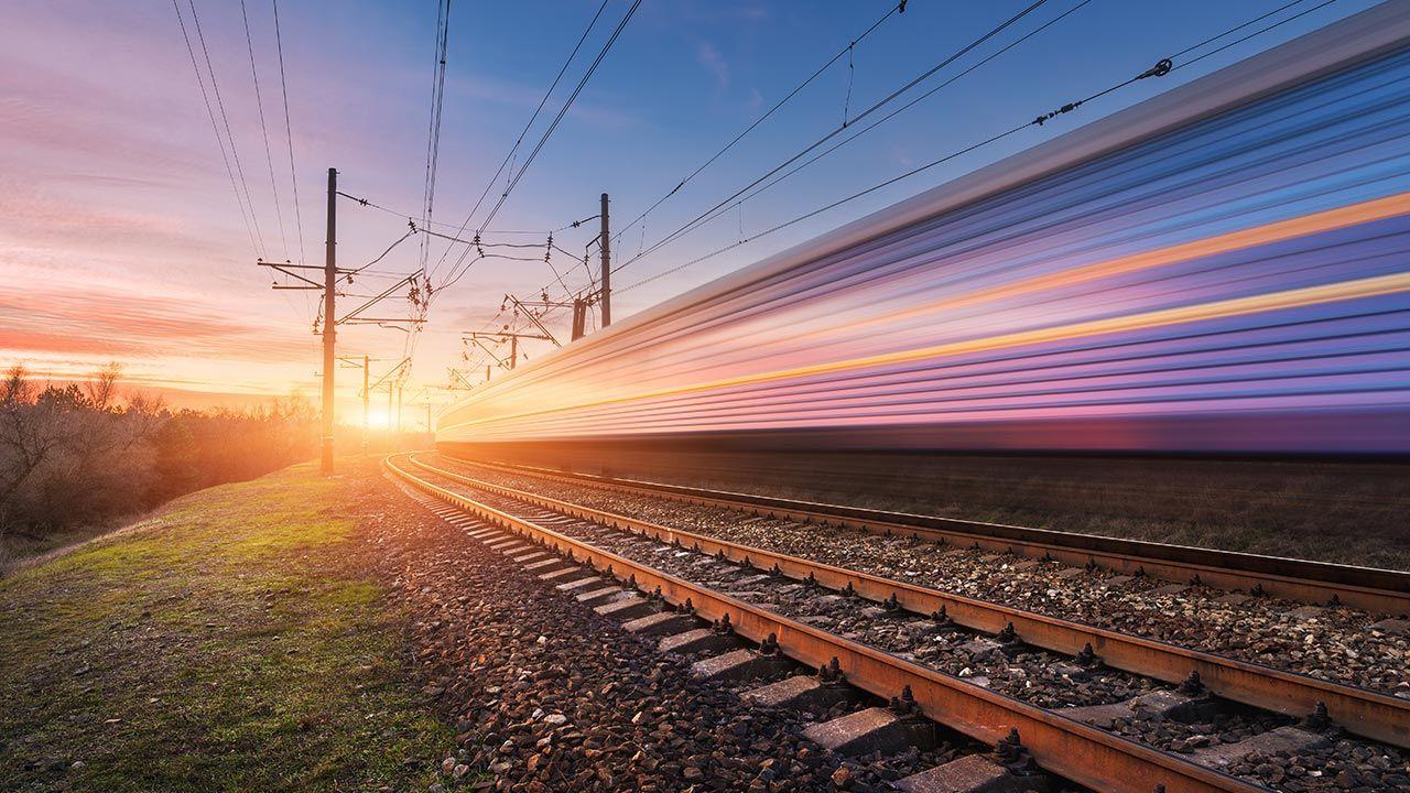 Program kolejowy CPK zakłada realizację do 2034 r. łącznie 1789 km linii kolejowych (fot. Shutterstock/Denis Belitsky)