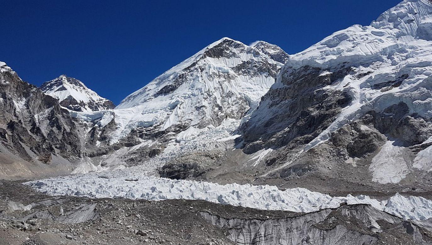 Topnienie lodowca Khumbu może przyszłości doprowadzić do częstych powodzi i susz (fot. Pixabay/danieltitovan)