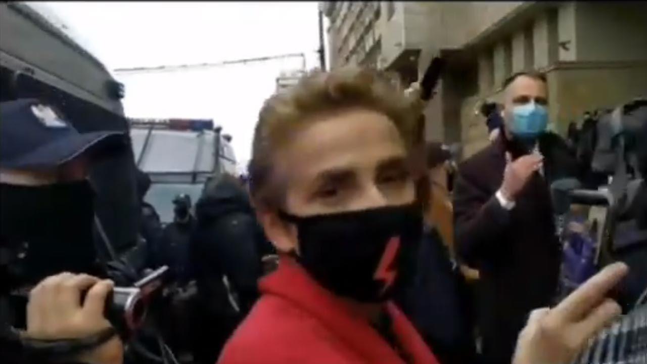 Policja opublikowała nagranie, na którym widać Joannę Scheuring-Wielgus (fot. Twitter/Policja Warszawa)