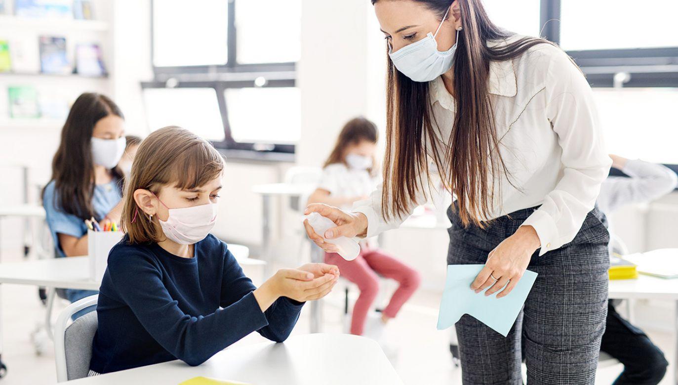 Uczniowie z klas I-III będą mieli zajęcia hybrydowo(fot. Shutterstock)