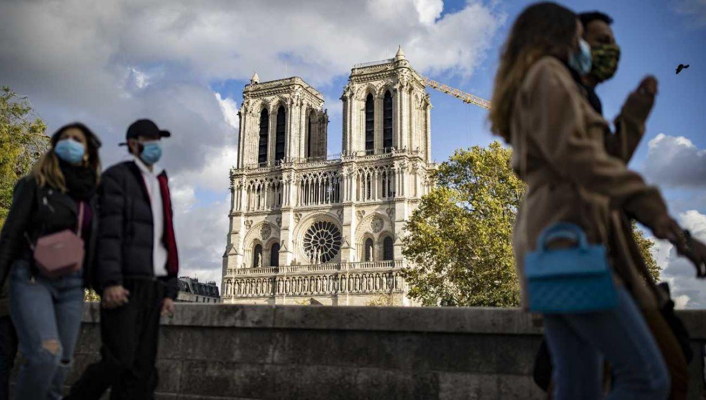 Od początku pandemii we Francji zakaziło się 1 198 695 osób (fot. PAP/EPA/IAN LANGSDON)