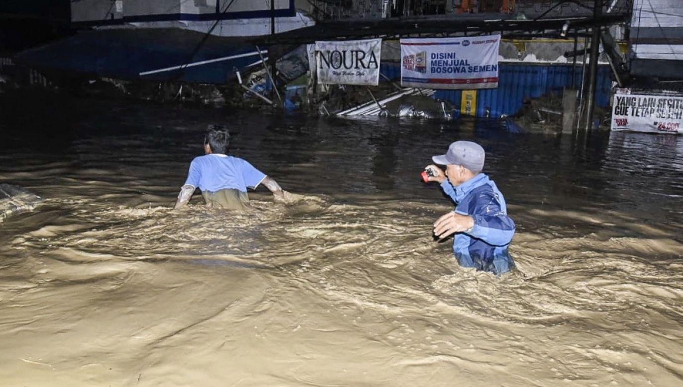 Z zalanych terenów ewakuowano ponad 650 osób (fot. PAP/EPA/STR)