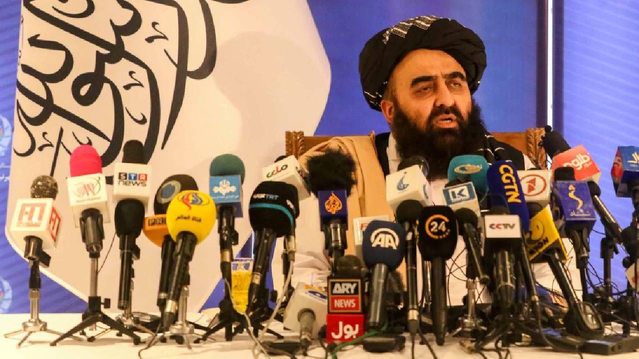 Dyplomacją talibów kieruje Amir Khan Muttaki (fot. PAP/EPA/STRINGER)