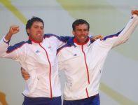 Mistrzowie olimpijscy Iain Percy i Andrew Simpson (fot. Getty Images)