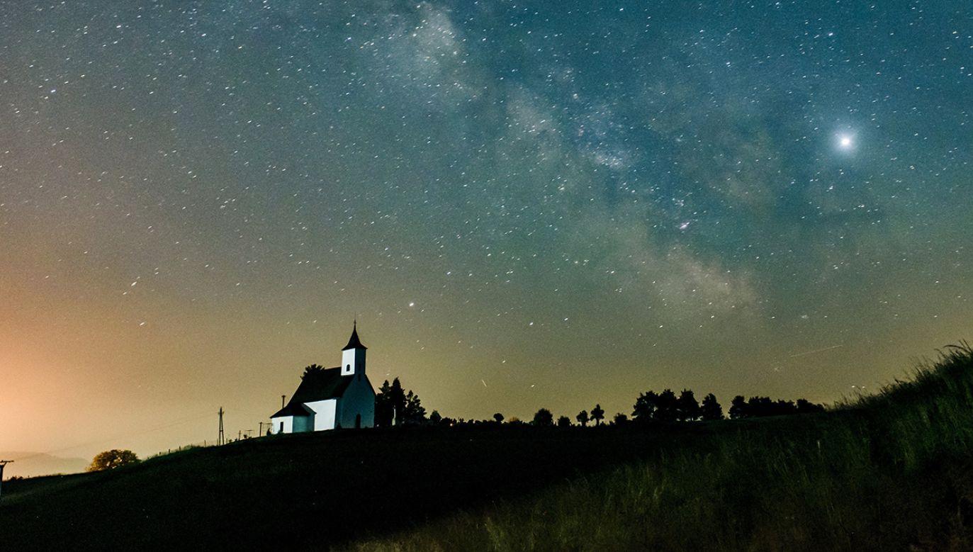 Naukowcy chcą zbadać układ planetarny Jowisza (fot. PAP/EPA/PETER KOMKA)
