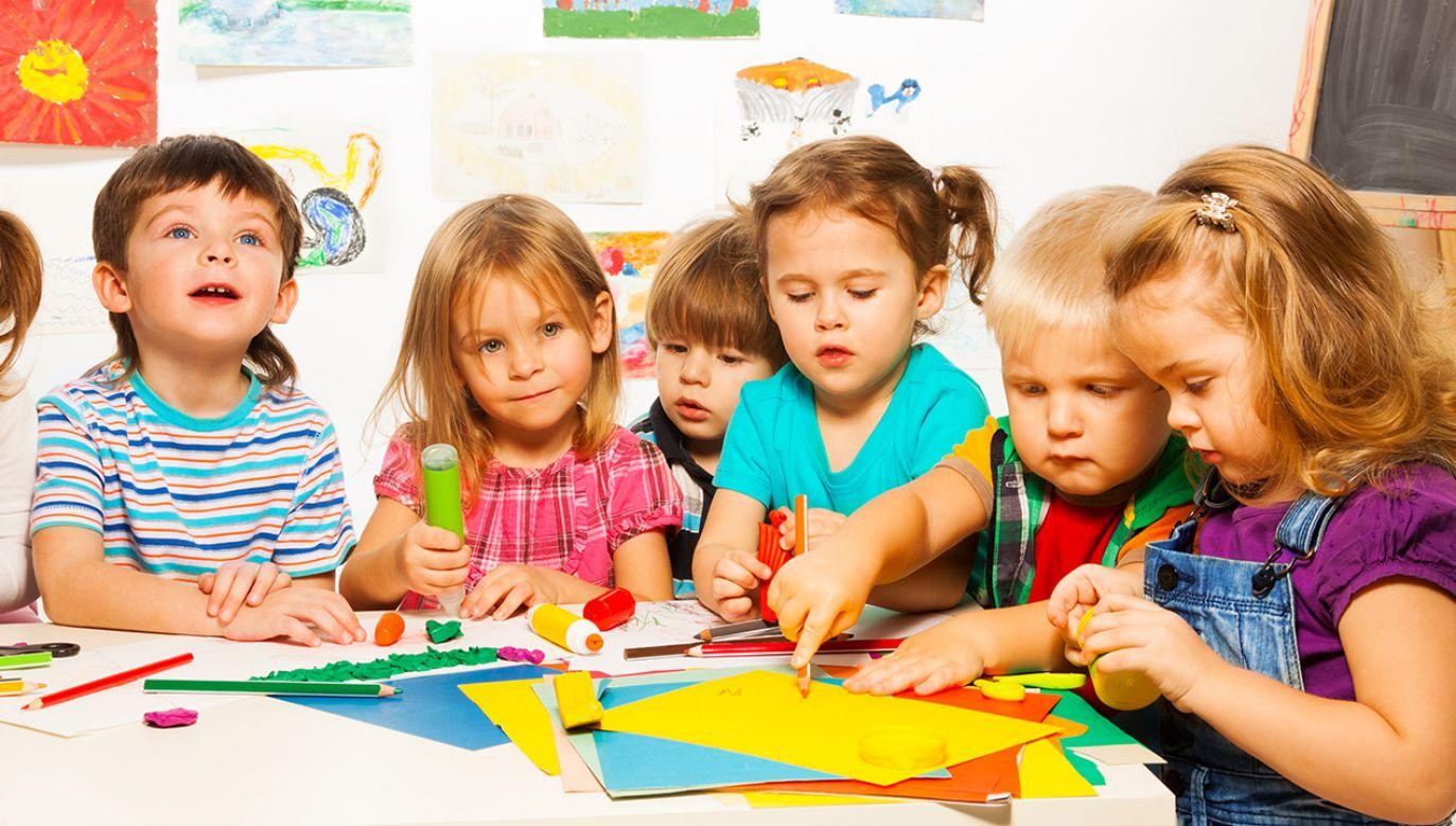 W środę Senat przyjął bez poprawek nowelizację Karty nauczyciela, która przewiduje m.in. wprowadzenie minimalnej kwoty za wychowawstwo w kwocie 300 zł (fot. Shutterstock/Sergey Novikov)