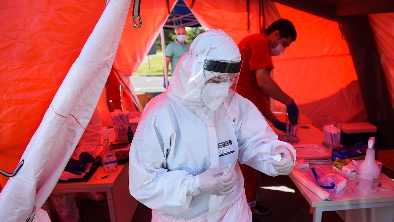 Liczba nowych zakażeń zależy od przestrzegania zaleceń sanitarnych (fot. Omar Marques/Getty Images)