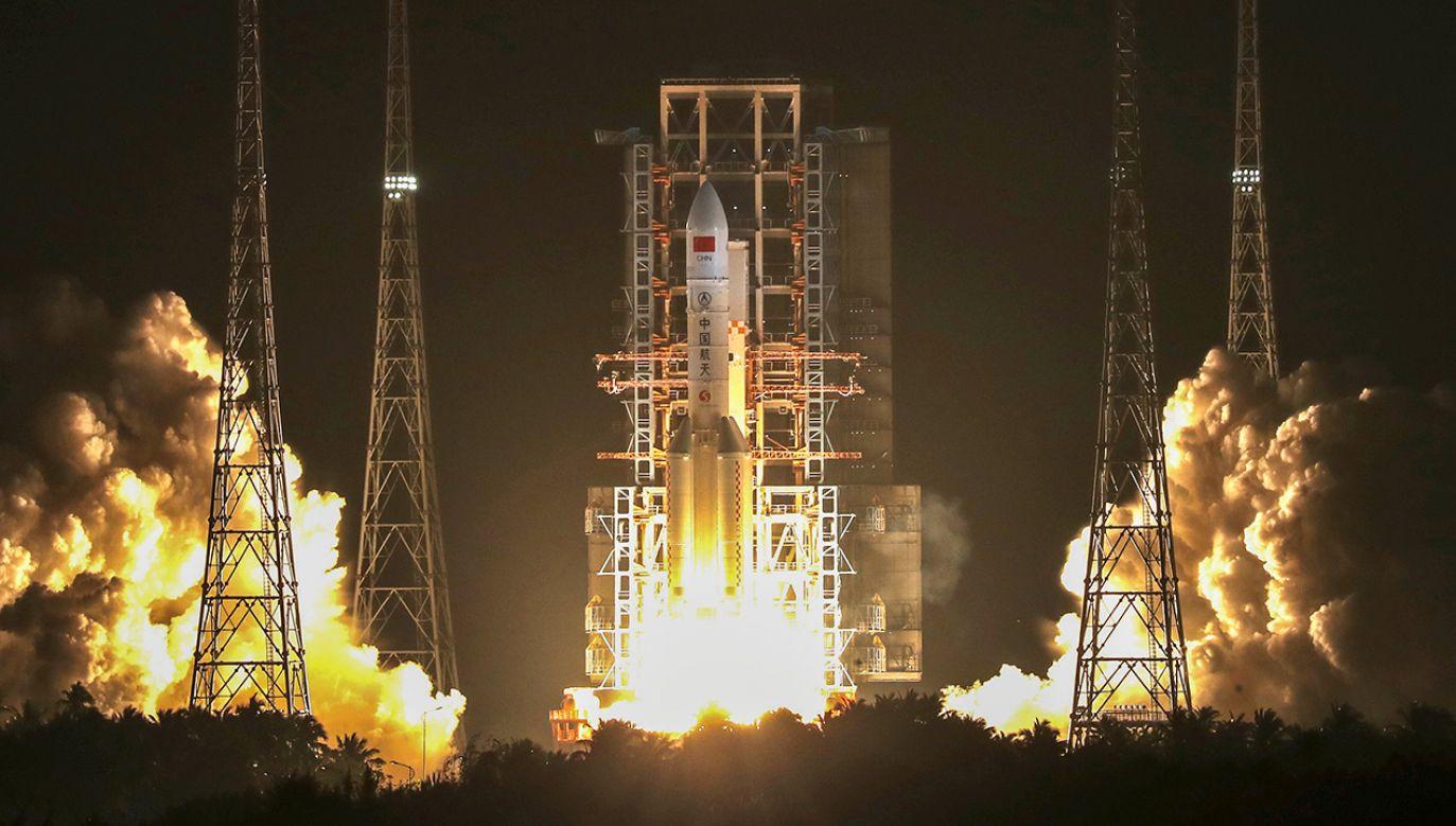 Rakieta wystartowała z kosmodromu Wenchang na wyspie Hajnan (fot. Reuters/China Daily CDIC)