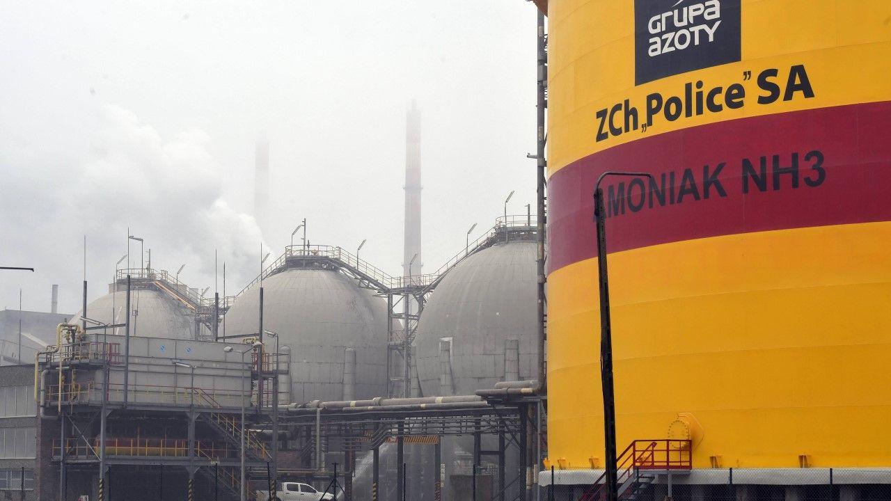 Teren zakładów chemicznych Grupy Azoty w Policach (fot arch. PAP/Marcin Bielecki)