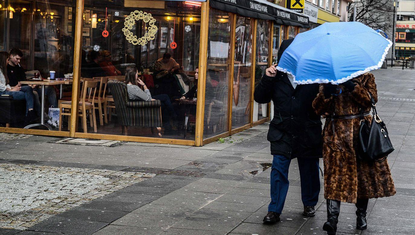 W te święta bez parasola się nie obędzie (fot. arch.PAP/Jakub Kamiński)