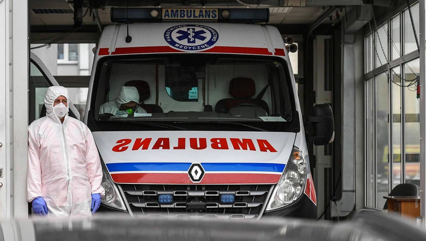 W ciągu doby liczba osób hospitalizowanych wzrosła o 99 (fot. PAP/Wojtek Jargiło)