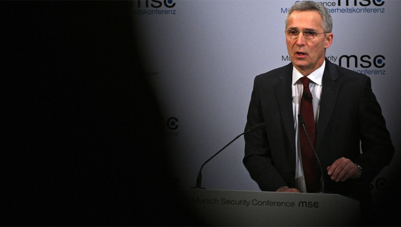 Jens Stoltenberg zapewnił, że NATO dąży do poprawy relacji z Rosją (fot. PAP/EPA/PHILIPP GUELLAND)
