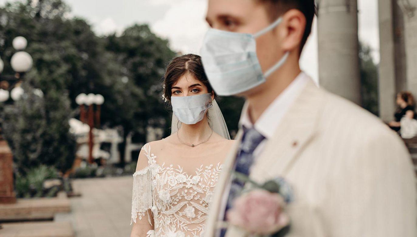 Wcześniej zakażenia odkryto także wśród gości wesela w Gorzycach k. Wodzisławia Śląskiego (fot. Shutterstock/LL_studio)