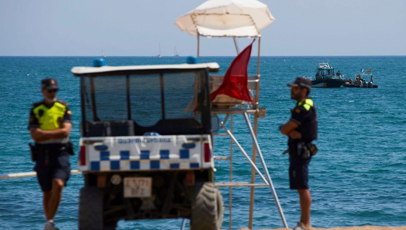 Plaża Sant Sebastia w Barcelonie została w niedzielę ewakuowana (fot. PAP/EPA/ALEJANDRO GARCIA)