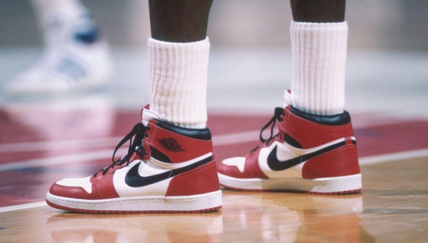 Zawrotne ceny pamiątek związanych z Michaelem Jordanem to efekt popularności serialu Netfliksa (fot. Focus on Sport via Getty Images)
