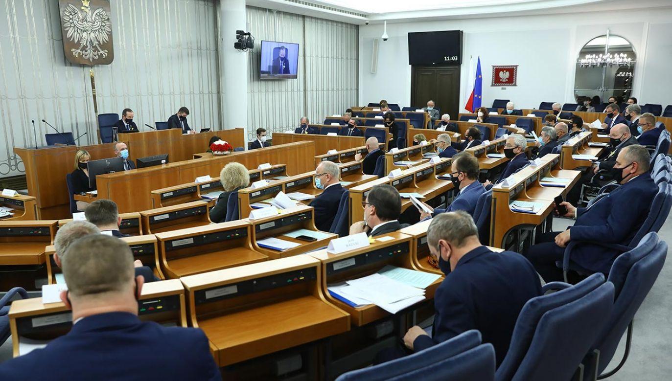 Ustawa trafiła już do Senatu (fot. PAP/Rafał Guz)