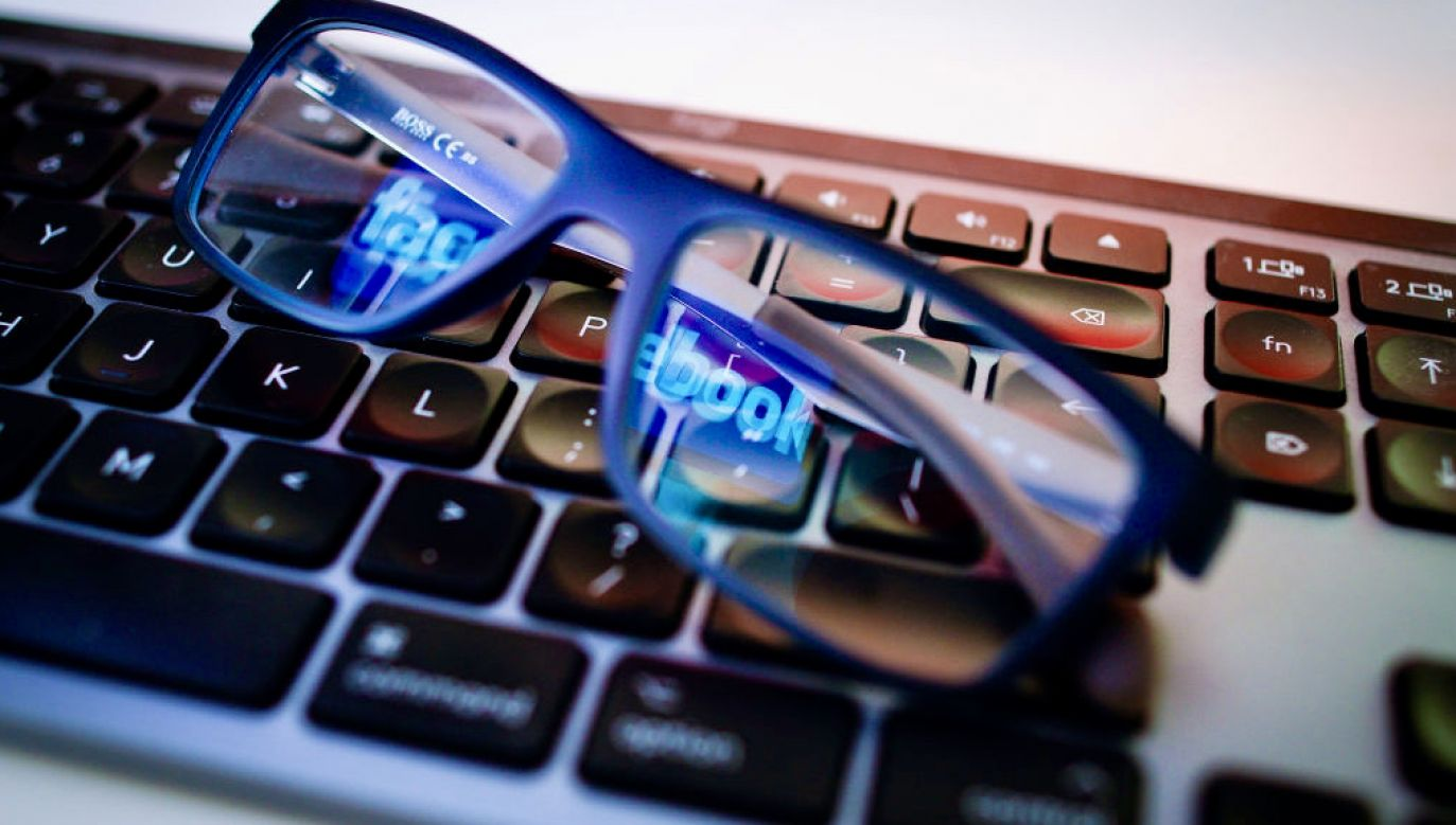 """Firmy technologiczne """"chcą z internetu wymazać idee chrześcijańskie i Kościół"""" (fot. Jaap Arriens/NurPhoto/Getty Images)"""