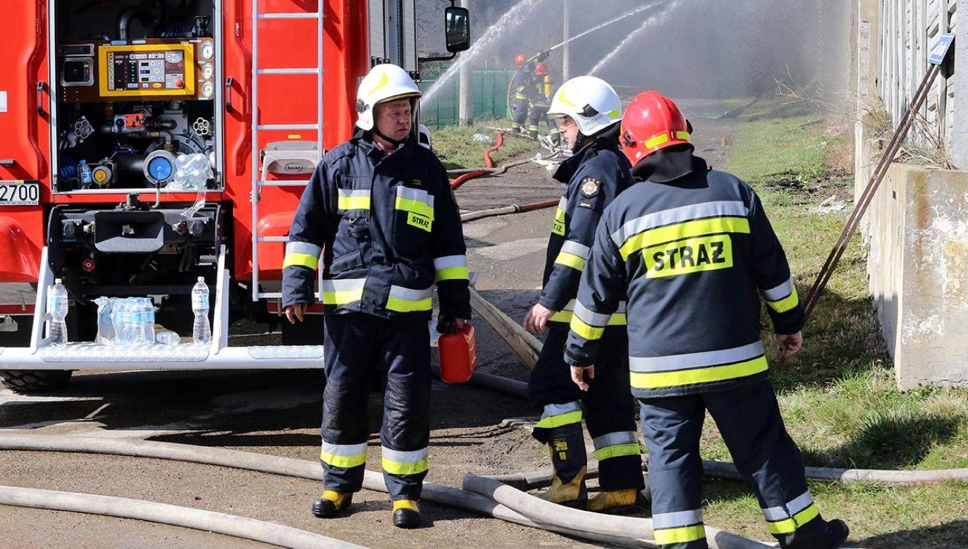 Poszkodowany został zabrany śmigłowcem LPR (fot. PAP/Waldemar Deska)