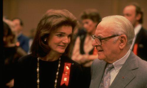 Z Jackie Onassis, byłą żona prezydenta Johna Kenendy'ego, w 1987 roku. Fot. John Bryson/The LIFE Images Collection via Getty Images/Getty Images