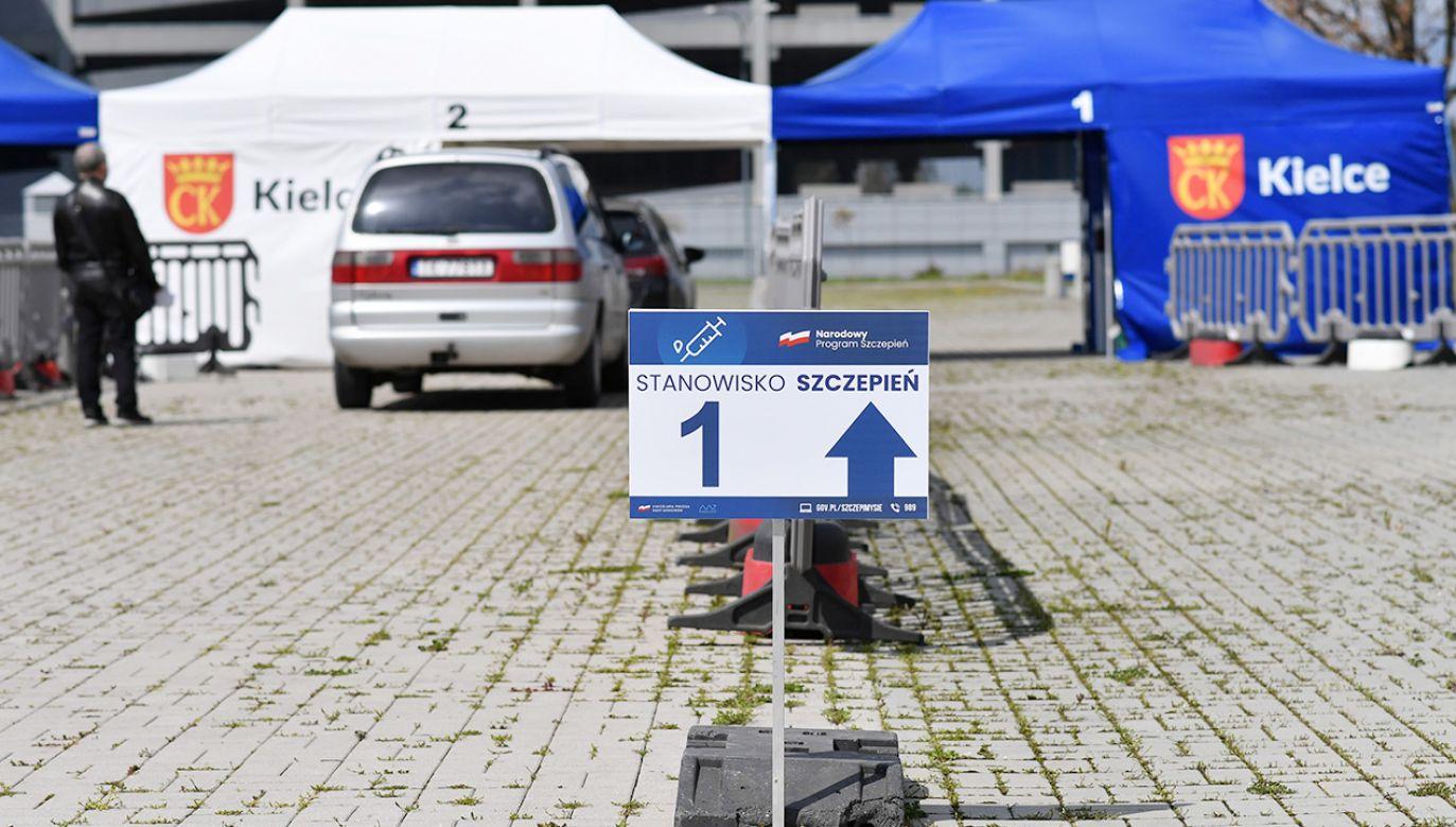 Po szczepieniu kobieta straciła panowanie nad pojazdem(fot. PAP/Piotr Polak)