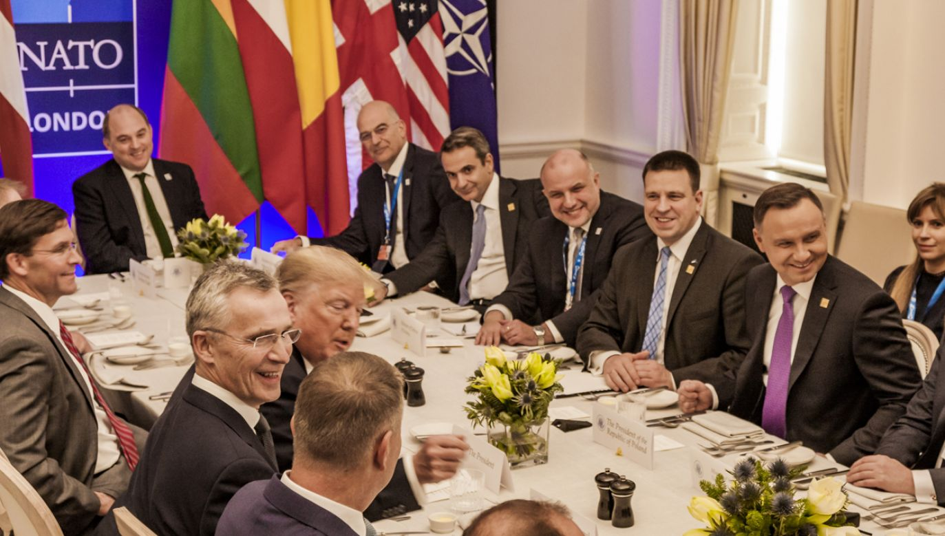 Prezydent Duda w trakcie lunchu zoorganizowanego przez prezydenta USA dla przywódców krajów wywiązujących się ze zobowiązań sojuszniczych (fot. Celestino Arce/NurPhoto via Getty Images)