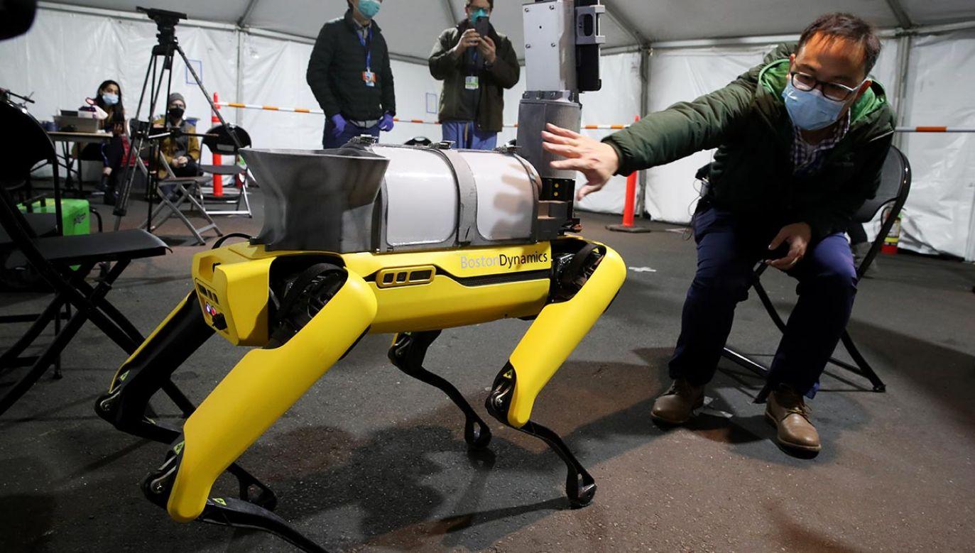 Pandemia przyspieszyła rozwój robotyki i nadała tej dyscyplinie nową istotność (fot. Craig F. Walker/The Boston Globe via Getty Images)
