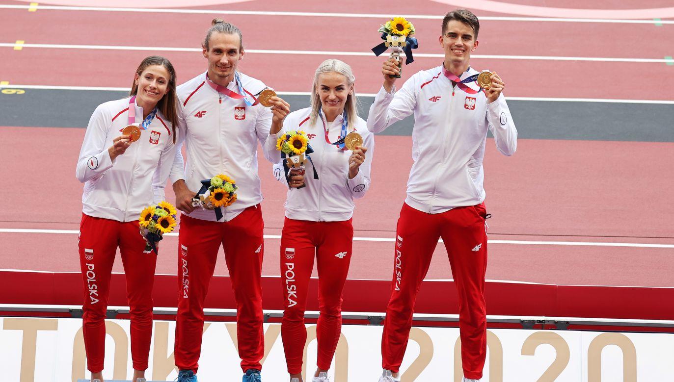 Sztafeta mieszana 4x400 metrów zdobyła pierwszy złoty medal dla Polski na tych igrzyskach. (fot. PAP/ EPA/DIEGO AZUBEL)
