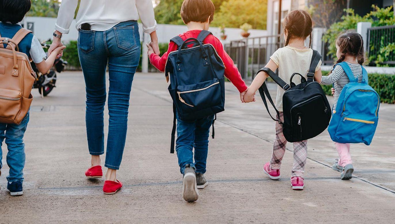 """Strategia demograficzna na lata 2020-2040 ma być jeszcze bardziej rewolucyjna niż program """"Rodzina 500 plus"""" (fot. Shutterstock/ Potential Filmmaker)"""
